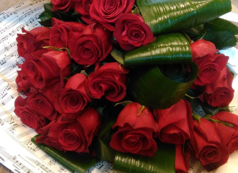 Preferenza √ mazzo di rose rosse a stelo lungo HI24